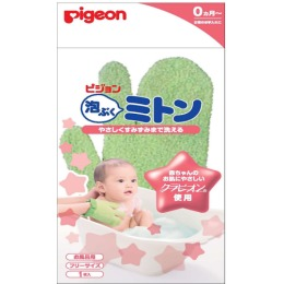 Pigeon рукавичка для купания малыша