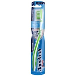 "Aquafresh зубная щетка ""In-between Clean"", средняя жесткость"